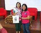 Rima Demensa (Miss Scuba 2014) dan Margareth Meutia (Seafood Savers Coordinator) setelah diskusi
