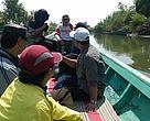 KOIN, kelompok Eco Shrimp, serta tim WWF-Indonesia sedang meninjau tambak udang windu