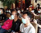 Seluruh blogger menggunakan masker sebagai simpati akan bencana asap di Riau, Sumatera.