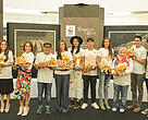 """The Roarers"" berfoto bersama Tiger Papier Mache pada peringatan Global Tiger Day di Senayan City Mall (29/07)."