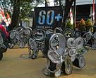 Gantungan kunci berbentuk gajah yang dibuat dari koran bekas