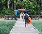 Dermaga kecil di Pulau Kakaban, Derawan, Berau, Kalimantan Timur. Potensi pariwisata yang luar biasa harus didukung infrastruktur yang baik dan mumpuni pula.