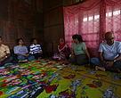 Tim WWF dan MCAI sedang berdiskusi dengan masyarakat dan unsur pengurus Desa Manis Mato, Selasa (20/4).