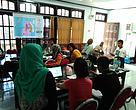 Briefing awal oleh Estradivari di Kantor WWF-Indonesia Kei Kecil Project