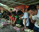 Lomba makan durian di Festival Munaan